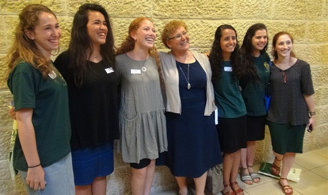 Miriam Peretz (center) and the Religious Zionist emissaries
