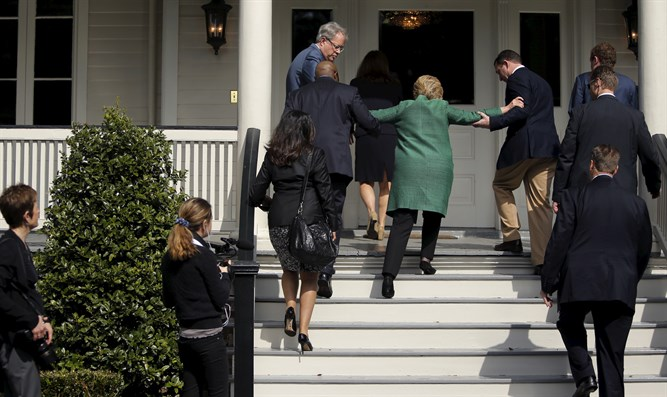 Clinton struggles up stairs during South Carolina visit in February, 2016