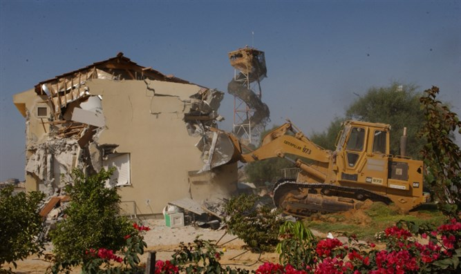 Destroying homes in Gush Katif