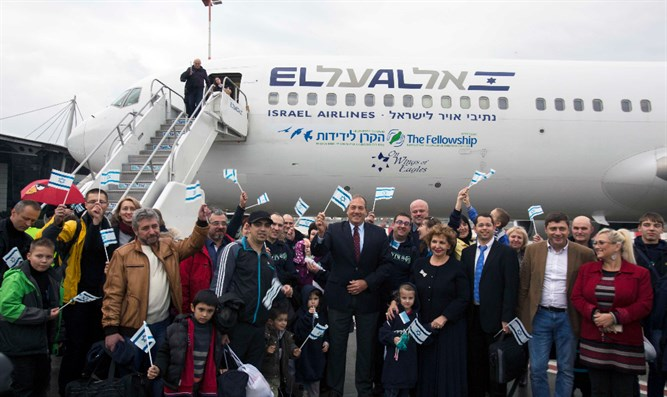 Jews from Ukraine arrive in Israel