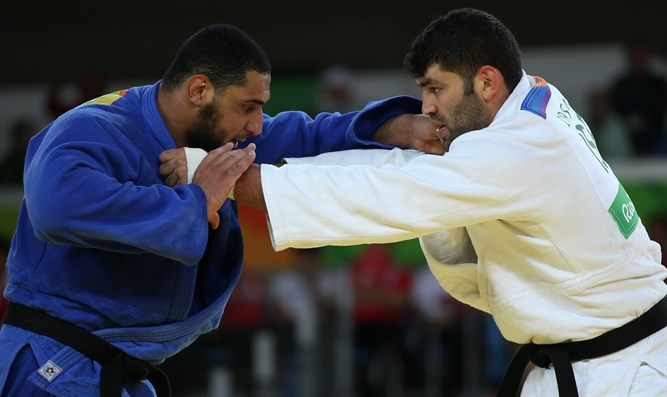 Sasson vs. his Egyptian opponent, whom he defeated