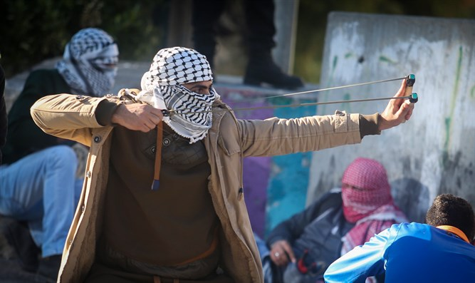 Palestinians fight IDF in Al-Fawwar