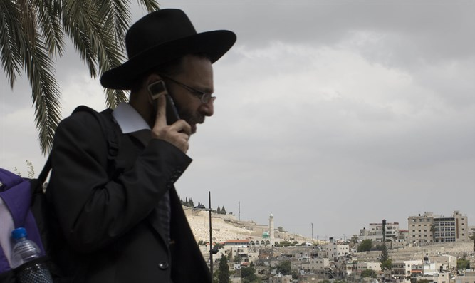 Haredi man on cellphone (Illustration)