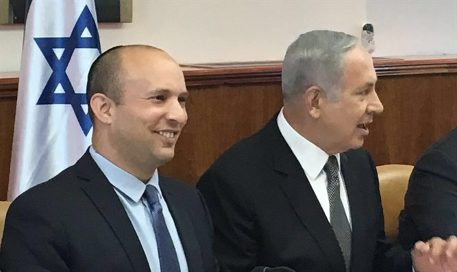 Netanyahu and Bennett in cabinet meeting