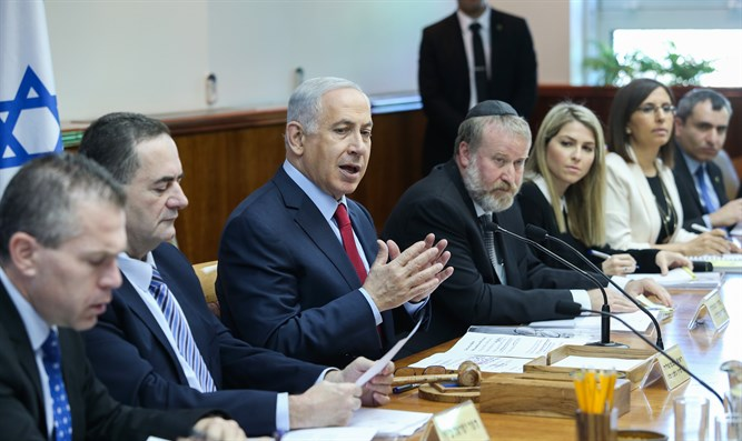 Binyamin Netanyahu at Cabinet meeting