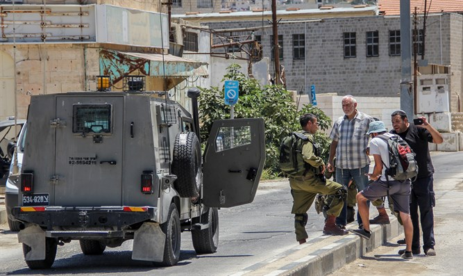 Soldiers prevent stabbing attack