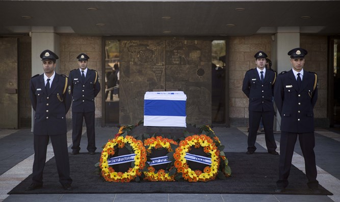 Peres' coffin at Knesset