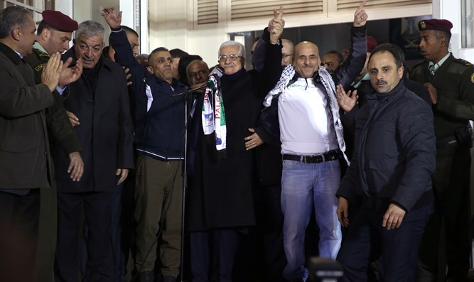 Mahmoud Abbas with Ibrahim Khalil Salah and other freed terrorists