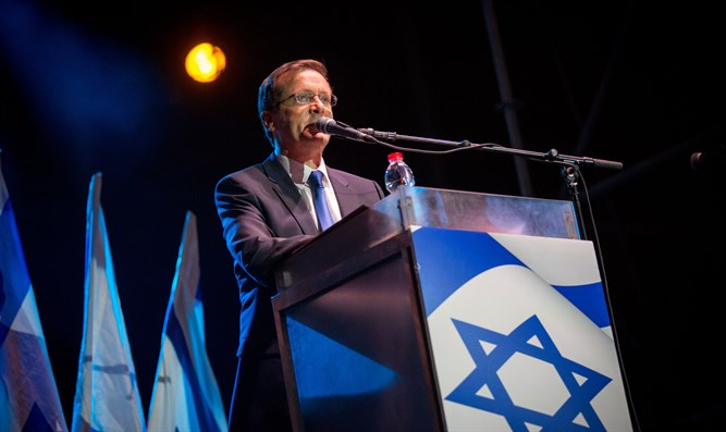 Herzog speaking at Rabin memorial