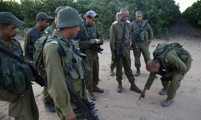Bedouin Israeli soldiers take part in IDF training exercise