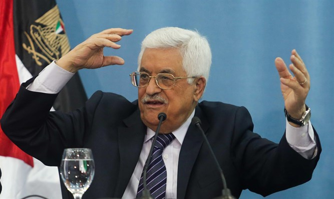 Mahmoud Abbas during meeting with journalists