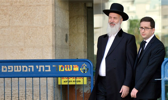 Rabbi Metzger at entrance to court