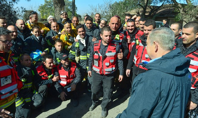 Netanyahu visits at the scene of the Beit Meir fire
