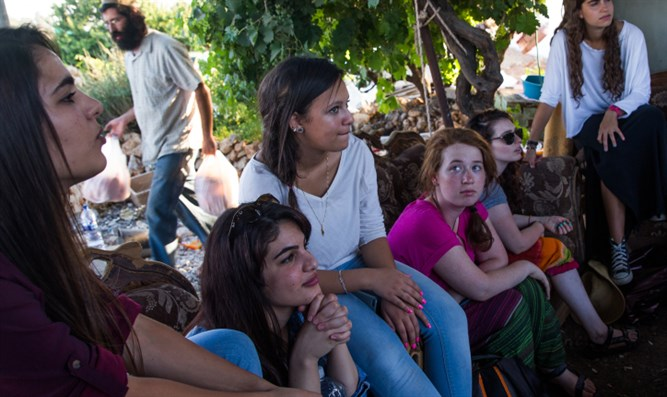 Israeli Jewish youth participate in coexistence meeting with Arabs