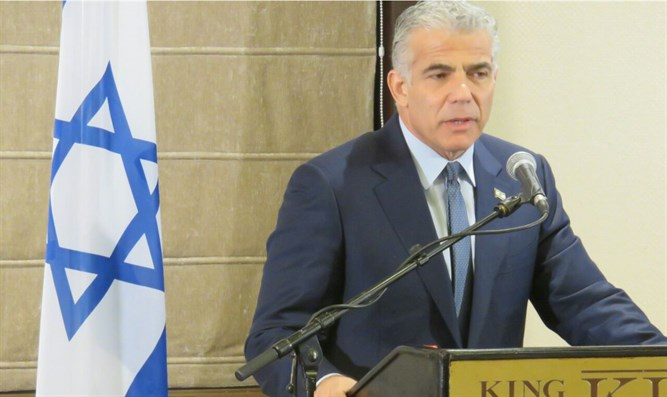 Lapid addressing foreign journalists
