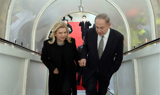 Netanyahu and his wife at the airport