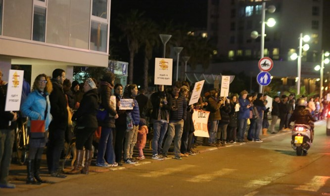 Human chain in support of Syrian civilians