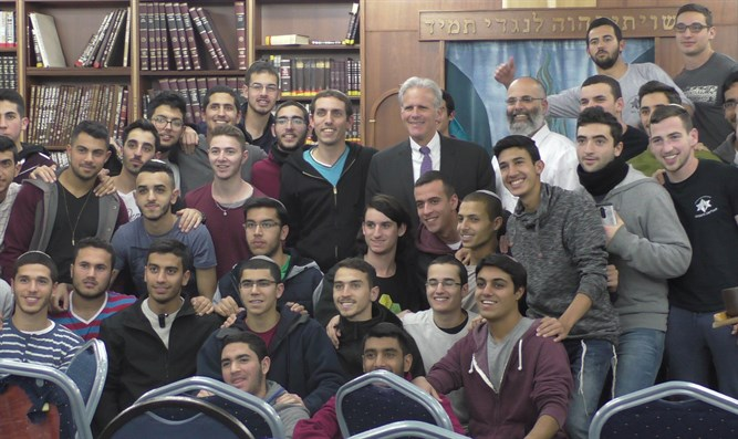 MK Oren with students from Elisha Academy