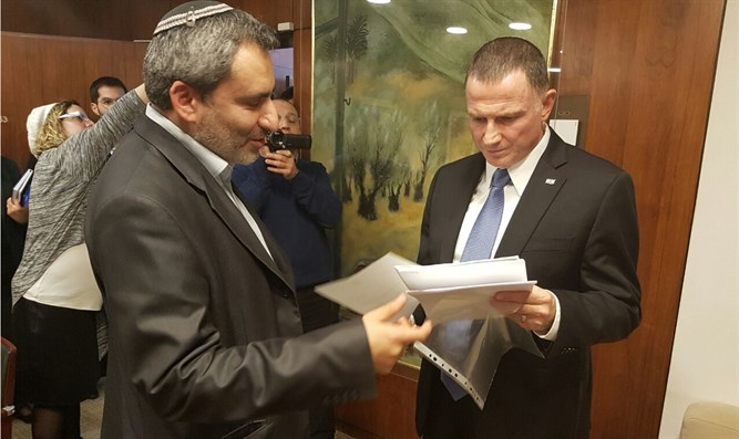 Elkin presents Edelstein with Ghattas impeachment request
