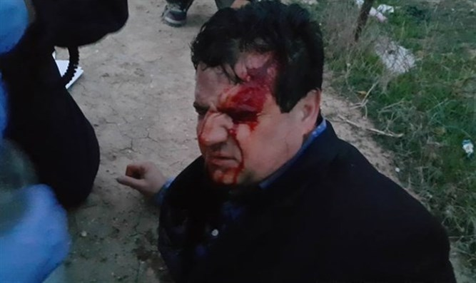 MK Odeh during riots in Umm al-Hiran