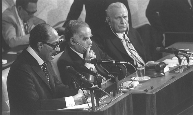 Sadat addressing the Knesset