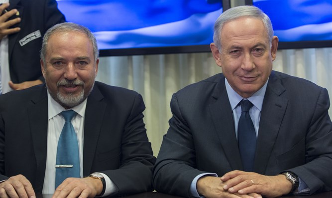 Avigdor Liberman and Binyamin Netanyahu sign coalition deal