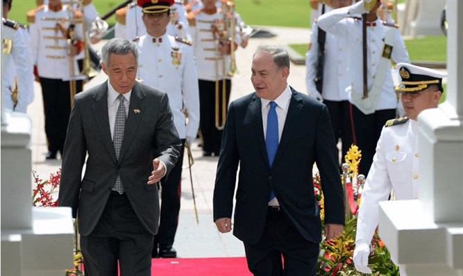 Binyamin Netanyahu with Lee Hsien Loong