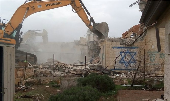 destruction of Jewish home in Ofar