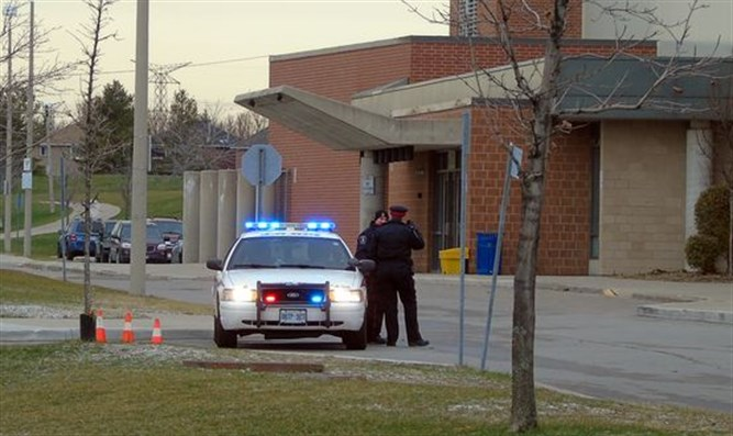 York Regional Police secure Jewish institution