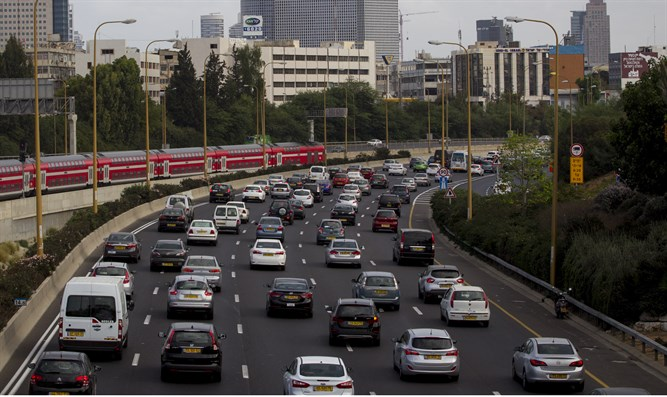 Ayalon Highway in Tel Aviv with Azrieli towers