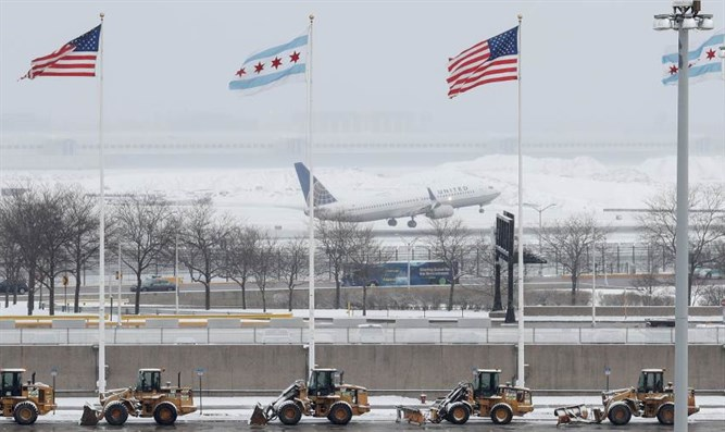 Plane takes off in snow, Chicago