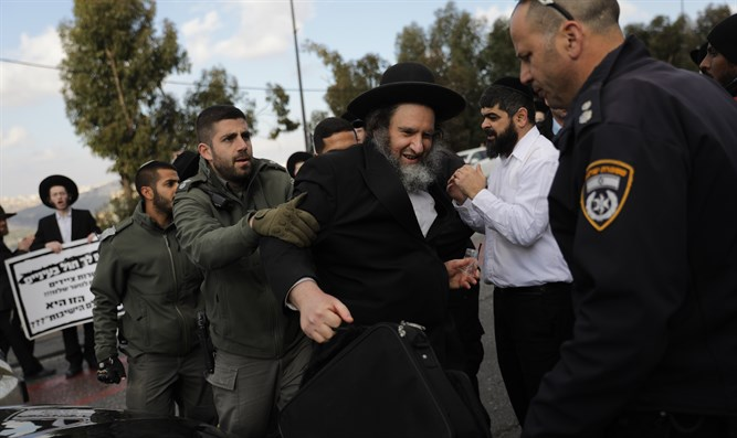 Police remove demonstrator in Jerusalem