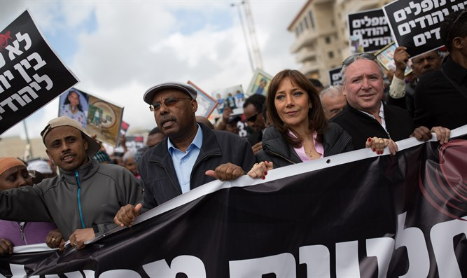 David Amsalem (R) and Avraham Neguise (2nd from L0 at protest for Ethiopian aliyah