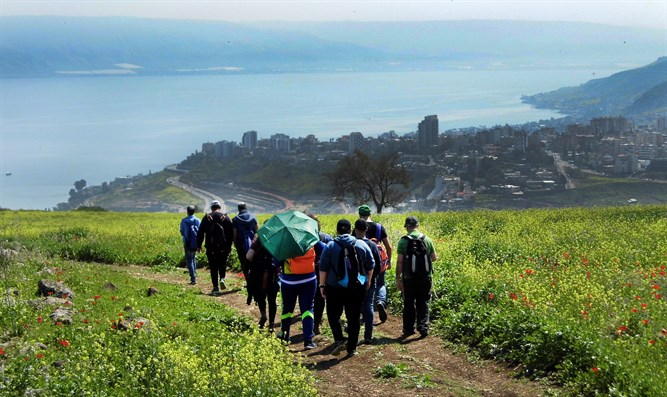 Students on planned path of Sanhedrin Trail