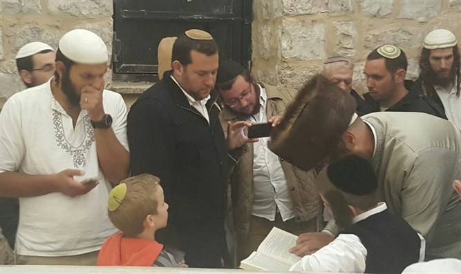Victim's son finishes tractate at at Joseph's Tomb