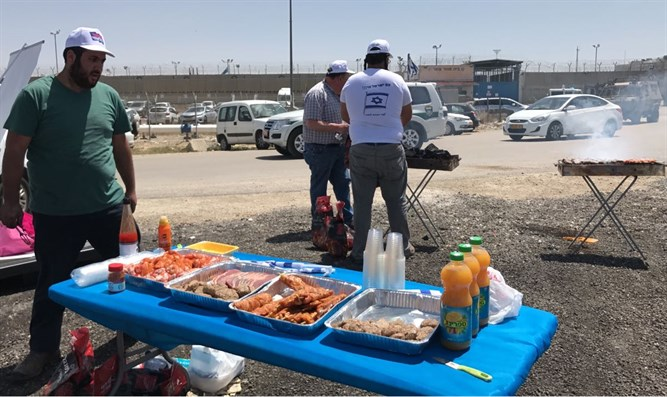Barbecue in front of Ofer Prison