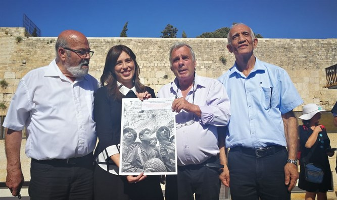 Hotovely with the 3 paratroopersי