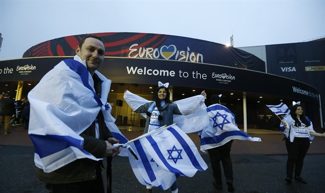 Israeli fans at the Eurovision's International Exhibition.