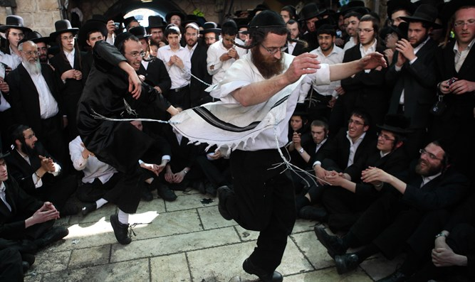 Celebrating Lag Ba'omer in Meron (file)