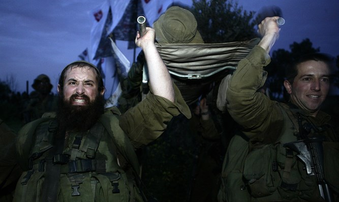 Soldiers of Neztah Yehuda Battalion complete final stage of 40 kilometer night journey