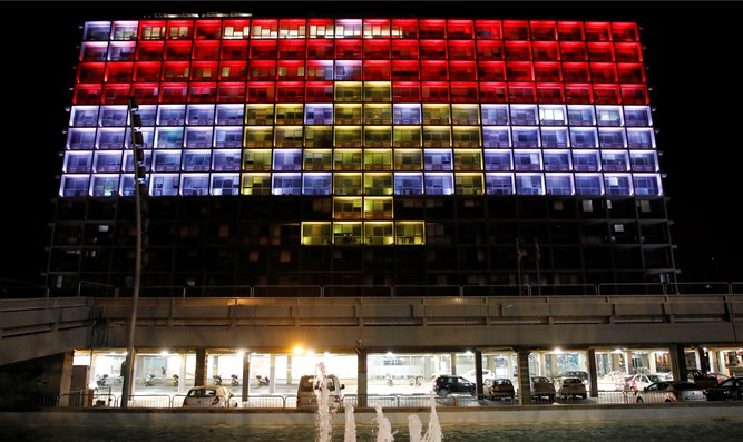 Tel Aviv city hall lit with colors of Egyptian flag