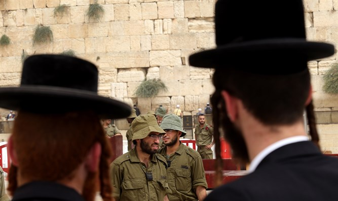 Haredim and soldiers at the Kotel