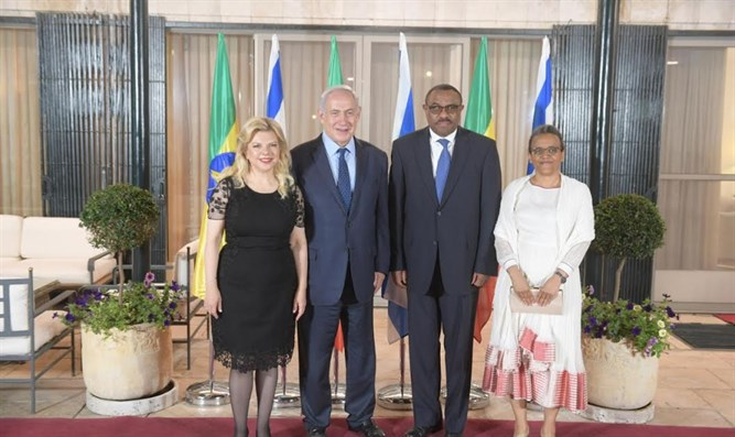 Binyamin and Sara Netanyahu with Hailemariam Desalegn and Roman Tesfaye.
