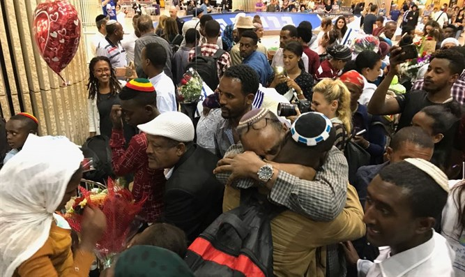 70 Ethiopian immigrants arrive in Israel