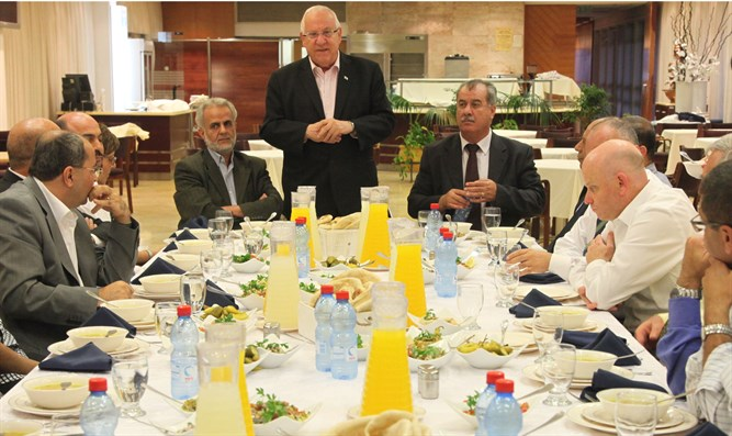 Reuven Rivlin attends an Iftar meal together with Muslim Arab parliament members (archive)