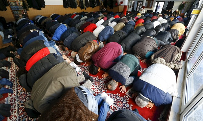 Muslims praying in London (illustrative)