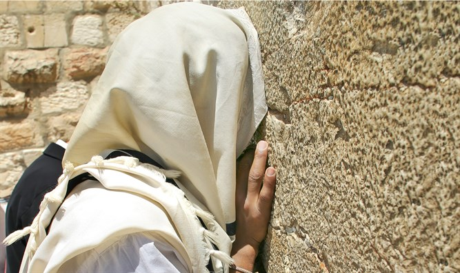 Jew prays at the Western Wall