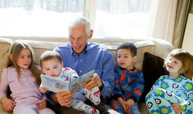 Harold Grinspoon, the founder of PJ Library, reads one of the program's books with a gaggl