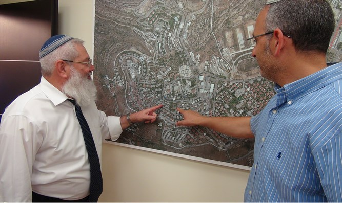 Rabbi Ben Dahan in Beit El with Shai Alon, Mayor