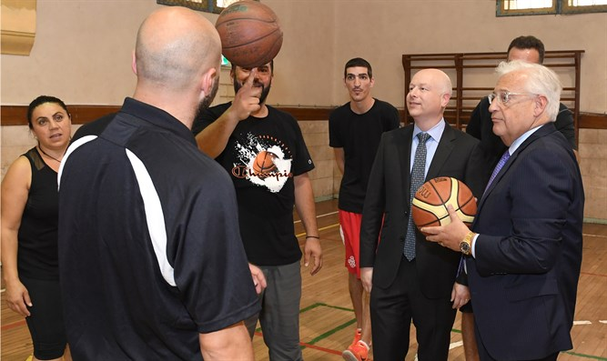 Greenblatt and Friedman with basketball players with